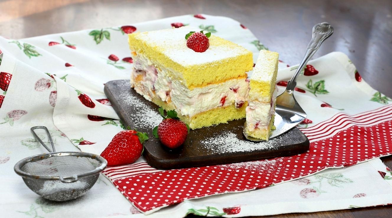 Bezlepkový piškotový koláč
